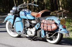 Handsome '47 Indian Chief, love them saddlebags!