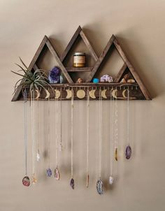 Large Triangle Shelf Jewelry Hanger – 30 Hooks Add this large jewelry hanger shelf to your home and display your crystal collection and jewelry in [. Diy Décoration, Diy Crafts, Triangle Shelf, Jewelry Hanger, Hanger Hooks, Shelf Hangers, Plant Hangers, Geek Jewelry, Gothic Jewelry