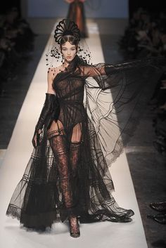 """This model totally owns that catwalk. A dream in """"Jean Paul Gaultier Spring 2009 Couture - Runway Photos - Fashion Week - Runway, Fashion Shows and Collections - Vogue"""" Jean Paul Gaultier, Paul Gaultier Spring, Runway Fashion, Fashion Show, Fashion Design, Fashion Spring, Vogue Fashion, Fashion 2017, Street Fashion"""