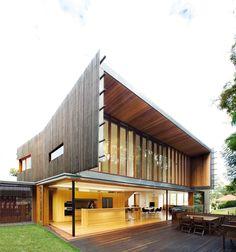 Highgate Hill Residence in Brisbane by Richard Kirk Architect