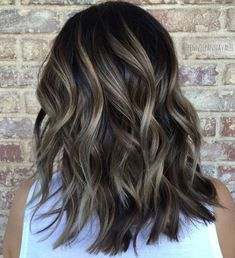 The most popular highlights for dark hair are light brown or caramel balayage, but there are no limits on color for a balayage hairstyle. Look below for the top balayage for dark hair to find your inspiration. Balayage Hair Dark Short, Subtle Balayage, Blonde Hair, Caramel Balayage, Blonde Balayage, Medium Hair Cuts, Medium Hair Styles, Curly Hair Styles, Cabelo Ombre Hair