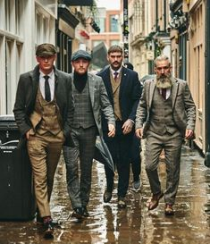 Although most of us, as men, seem to be sloppy about clothing, in most cases we attach importance to quality … Mode Masculine, Dapper Gentleman, Gentleman Style, Fashion Mode, Retro Fashion, Fashion 1920s, Vintage Fashion, Mens Fashion Suits, Mens Suits
