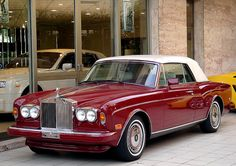 rolls royce corniche convertible The bodywork on the Corniche is constructed entirely by hand. The car itself takes five months to build. Vintage Cars, Antique Cars, Vintage Ideas, Retro Cars, Convertible, Rolls Royce Corniche, Classic Rolls Royce, Rolls Royce Cars, Roadster