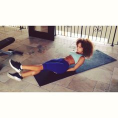 Make sure you guys are keeping your abs tight when you do these!!!!  demonstration of #crisscross  ✌️