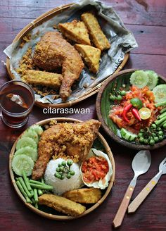 Nasi Ayam Penyet ~ Resepi Terbaik Food and drink di 2019 Finger Food Catering, Catering Food, Food Menu, Malay Food, Malaysian Food, Food Platters, Indonesian Food, Food Presentation, Food Plating