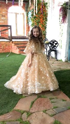Stylish Look Cocktail Dresses Ideas 56 – Kleiderwelt Kids Party Wear Dresses, Wedding Dresses For Kids, Gowns For Girls, Frocks For Girls, Girls Formal Dresses, Birthday Dresses, Little Girl Dresses, Kid Dresses, Girls Pageant Dresses