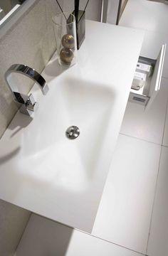 Encimera termofundidas con lavabo rectangular en DuPont™ Corian® glacier white.