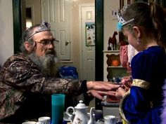 Duck Dynasty - Uncle Si's Tea Party. Love this.