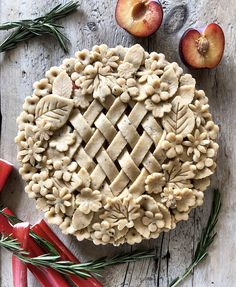 Pie pastry doesn't have to be scary. Making a pie should be fun! This recipe will help you find your pie groove. Tips for creative cut outs and toppers for pies are included. Flakey Pie Crust, Pie Crusts, Pie Crust Designs, Pie Decoration, Pies Art, Perfect Pie Crust, Watermelon Cake, Pie Crust Recipes, A Food