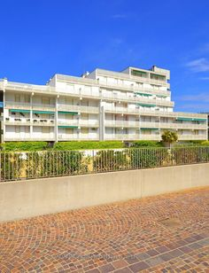 Residence Punta dell´Est Lignano Sabbiadoro, Italien - Sommer am Meer. Strand, Camping, Mansions, House Styles, Microwave, Washing Machine, Venetian, Air Conditioning System, Parking Space