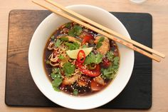 Noodle soup with chicken Soup Recipes, Chicken Recipes, Tasty, Yummy Food, Buddha Bowl, Noodle Soup, Kung Pao Chicken, Pho, Ramen