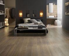 Mooie slaapkamer met een houtlook vloer