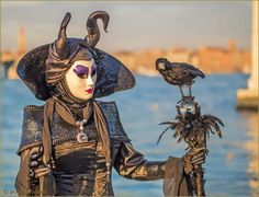 Carnaval de Venise les masques et costumes Carnival Venice, Venetian Carnival Masks, Costume Carnaval, Masquerade Costumes, Anastasia, Italian Masks, Venice Mask, Cool Masks, Creative Costumes
