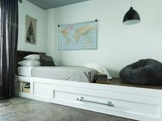 Create double the sleeping space and even more style. This DIY trundle bed adds extra sleeping space and offers a cozy nook for reading or a small desk. Murphy-bett Ikea, Horizontal Murphy Bed, Bunk Bed With Desk, Space Saving Beds, Diy Bett, Modern Murphy Beds, Bunk Bed Designs, Murphy Bed Plans, Bed Tent