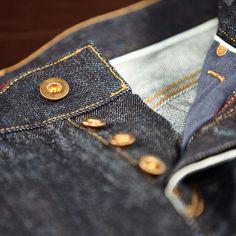 WOAD our Regular fit Japanese selvedge denim #selvedgedenim #japanesedenim #denim #selvedge #salvage #dailydenim #saat #jeans #indigo #onewash #onewashdenim #fashion #menswear #denimlove #madeinitaly #germandesign #heritage #workwear #saatmunich #details #denimdetails #premium #premiumdenim Visit saatmunich.com for more