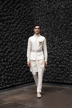 Mens Wedding Wear Indian, Wedding Dresses Men Indian, Indian Groom Wear, Wedding Dress Men, Wedding Men, Desi Wedding, Traditional Indian Mens Clothing, Suit Fashion, Mens Fashion
