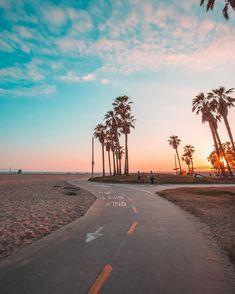 Walking around Venice Beach Los Angeles California. # Walking around Venice Beach Los Angeles California. The post Walking around Venice Beach Los Angeles California. Aesthetic Pastel Wallpaper, Aesthetic Backgrounds, Aesthetic Wallpapers, Tumblr Wallpaper, Wallpaper Backgrounds, Iphone Backgrounds, Wallpaper Ideas, California Winter, California Beach
