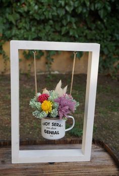 """Framed"" gifts: 20 ideas for making gifts really .- Regali ""in cornice"": 20 idee per realizzare dei regali davvero originali! ""Framed"" gifts: 20 ideas to make truly original gifts! Diy Flowers, Flower Pots, Candy Bouquet Diy, Eid Cards, Ramadan Gifts, Plant Painting, Garden Inspiration, Floral Arrangements, Diy Home Decor"