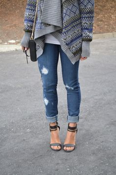 baggy sweater, ripped jeans & heels