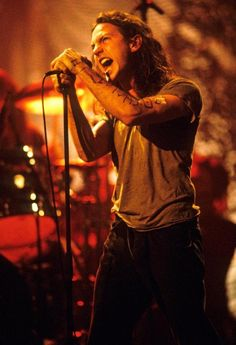 The only Unplugged that ever mattered, goddamn i loved when he wrote on his arm. Etched on my heart
