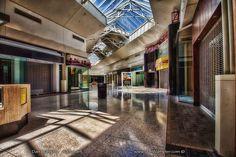 Fotos completamente surrealistas de centros comerciales americanos abandonados