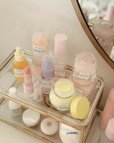 Beauty Care, Beauty Skin, Pastel Room, Pastel Decor, Aesthetic Room Decor, Tips Belleza, Aesthetic Makeup, Skin Makeup, Makeup Box