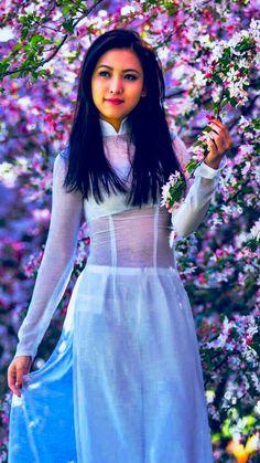 Ao Dai, Classy Girl, Cute Asian Girls, Beautiful Asian Women, Traditional Dresses, Asian Woman, Asian Beauty, Celebrities, Womens Fashion