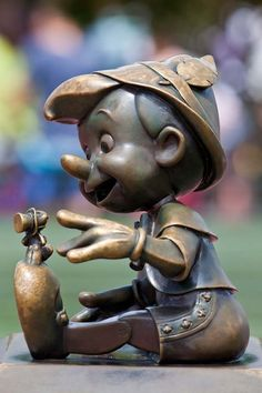 Pinocchio and Jiminy Cricket...Definitely would like to try getting photos like this on our next WDW vacation :)
