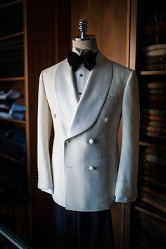 Mens New Designer Wedding Grooms Tuxedo Dinner Elegant Velvet Coat Jacket Blazer - Menswear - Hochzeit Groom Tuxedo, Tuxedo For Men, White Tuxedo Wedding, White Tuxedo Jacket, Smoking Jacket, Designer Suits For Men, Sharp Dressed Man, Mens Fashion Suits, Suit And Tie