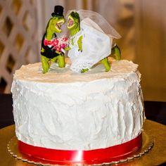 Custom dinosaur wedding cake topper #dinosaur #quirkywedding #dinosaurwedding #jurassic #bestcaketoper #weddingcaketopper
