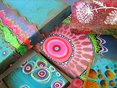 Continuo trabajando con el Scrap, es un mundo fascinante que nunca se acaba, pero para las apasionadas de la arcilla no os preocupéis que n... Diy And Crafts, Arts And Crafts, Stone Crafts, Artist Trading Cards, Clay Tutorials, Textile Art, Decoupage, Stencils, Polymer Clay