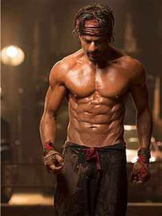 Bollywood to Hollywood: From the Kardashians to the Kapoors, how the world's most famous families celebrate Christmas   Entertainment-photos – Gulf News Happy New Year Movie, Hiit Interval, Bodybuilding For Beginners, Six Pack Abs Men, Workout Machines, Six Packs, Stay In Shape, Tom Cruise, Shahrukh Khan