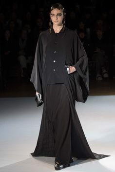 Yohji Yamamoto Fall 2015 Ready-to-Wear Collection Photos - Vogue