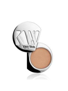Kjaer Weis Eye Shadow has a highly pigmented formula that easily blends and stays on beautifully all day. A light champagne ivory of Kjaer Weis Eye Shadow Cloud Nine has a beautiful pearl finish. Body Makeup, Beauty Makeup, Eye Makeup, Blending Eyeshadow, Purple Eyeshadow, Organic Makeup, Organic Beauty, Natural Beauty, Natural Makeup