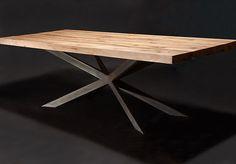 Massivholztisch aus Eichenholz-Altholz / Balkeneiche / Tischgestell in Sternform | Holzwerk-Hamburg