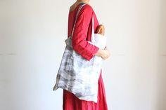 かんたんなのにしっかり丈夫!たためるエコバッグの作り方   nunocoto Sewing Hacks, Diy And Crafts, Kimono Top, Tote Bag, My Favorite Things, How To Make, Bags, Women, Fashion