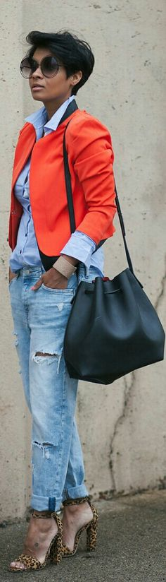 Girlfriend Jeans with a Pop of Color / Kyrzayda
