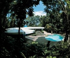 The Das Canoas House by architect Oscar Niemeyer was built in Rio de Janeiro, Brazil in Oscar Niemeyer, Architecture Details, Modern Architecture, Villas, Colani, Famous Architects, Cool Pools, House Design, Design Room