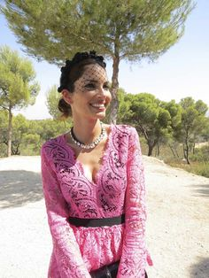 Eugenia Silva con diadema de flores para una #boda en el campo