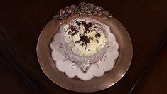 Παγωτό βανίλια με κατσικίσιο γάλα...από την Αλεξάνδρα Σουλαδάκη http://www.donna.gr/17226/pagoto-banilia-me-katsikisio-gala-apo-tin-alexandra-souladaki/  Θα χρειαστούμε δύο κρόκους αυγών, δυο φλυτζάνια γάλα, δυο φλυτζάνια κρέμα γάλακτος φυτική, λίγο λιγότερο από ένα φλυτζάνι ζάχαρη, δυο βανίλιες Σε μι�