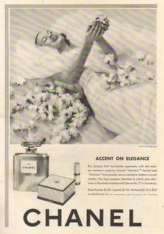 1942 Chanel No 5 Perfume Powder Munkacshi Photo 40s Ad
