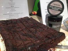 Jeg har lenge holdt alle mine browniesoppskrifter hemmelige. Nå har jeg bestemt meg for å slippe én av de og dele med alle leserne mine. Hold deg fast! Denne er helt sinnsyk! Skikkelig seig og deilig brownies. Helt uten sukker og mel 🙂 Jeg håper du setter pris på den! …