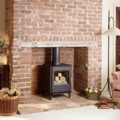 Morsø stoves delivers a comforting heat in the center of your home. Experience the crackling of fire with our beautiful indoor heating stoves. Log Burner Living Room, Log Burner Fireplace, Home Fireplace, Wood Burner, Brick Fireplace, Fireplaces, Fireplace Ideas, Wood Stove Decor, Lounge Design