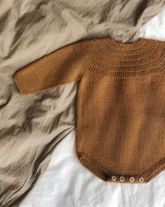 Ravelry: Anker's Suit pattern by PetiteKnit Baby Sweater Knitting Pattern, Baby Hats Knitting, Knitting For Kids, Knitted Hats, Knitting Patterns, Knitted Baby Outfits, Crochet Baby Clothes, Baby Barn, Suit Pattern