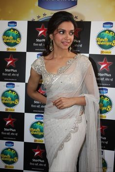 Bollywood beauty Deepika Padukone crazy pictures collection in white saree – Hot and Sexy Actress Pictures Sari Blouse Designs, Saree Blouse Patterns, Deepika Padukone Saree, Sonakshi Sinha, Deepika Padukone Latest, Kareena Kapoor, Indian Dresses, Indian Outfits, Vaseline