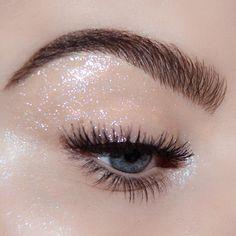 eye makeup with glitter silver * eye makeup with glitter ; eye makeup with glitter liner ; eye makeup with glitter silver ; eye makeup with glitter gold Eye Makeup Glitter, Black Eye Makeup, Glossy Makeup, Eye Makeup Art, Cute Makeup, Skin Makeup, Party Eye Makeup, Sparkle Makeup, Metallic Makeup