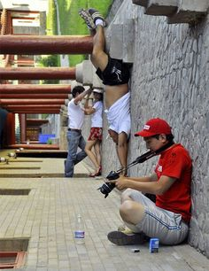 99 Excellent Examples of Forced Perspective Photography | Photography | instantShift - via http://bit.ly/epinner