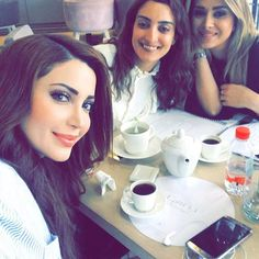 Just meeting now with the image consultant and celebrity stylist @assafmayssa and my soul friend lilu @thinksmartuae مع خبيرة المظهر و الصورة ميسا و صديقتي ليلو . بخبركون بعدين شو عمنعمل مع بعض😍😍 #lightworker #peace #nesreen_tafesh #happiness #beauty #نسرين_طافش