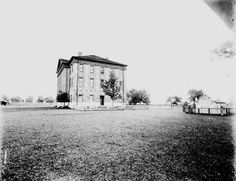 TitleKern Photograph Collection; Murfreesboro, Old Union University.  Record typephotograph  CreatorKern, Albert  Date of creationn.d.