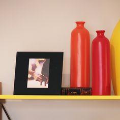 O Porta Retrato Relax é uma moderna peça em vidro colorido, planejada especialmente para as decorações modernas. Perfeito como presente.